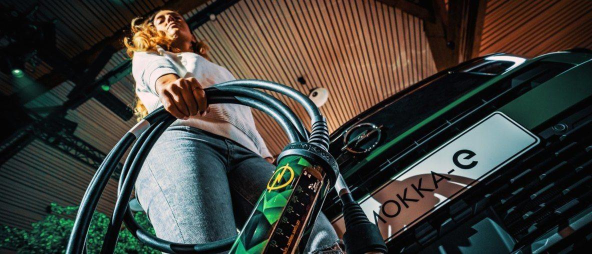 Opel Universal Charger: Ο Ελβετικός Σουγιάς της Ηλεκτροκίνησης