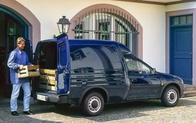 Παράδοση 120 Χρόνων για τα Οχήματα Διανομών Opel