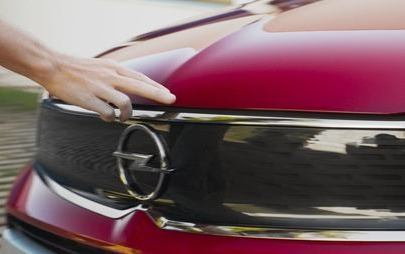 Το Opel Crossland πρωταγωνιστεί σε διεθνή τηλεοπτική διαφημιστική καμπάνια
