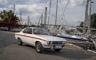 Όπως πριν από 50 χρόνια: το Opel Manta γιόρτασε τα γενέθλιά του στο Timmendorfer Strand